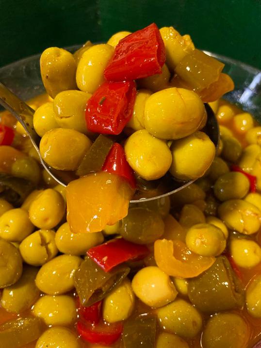 olives-cassees-pimentees-goulettoise-potager-coudoux