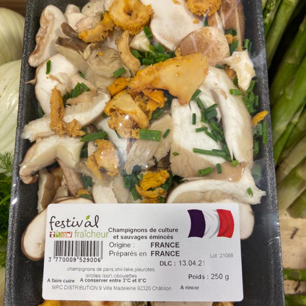 champignons de culture et sauvages en lamelles