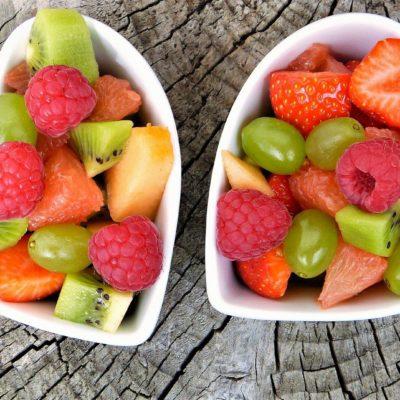 salade de fruits de printemps fraises